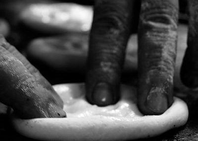 Preparando saladillas en Panadería La Gracia de Dios